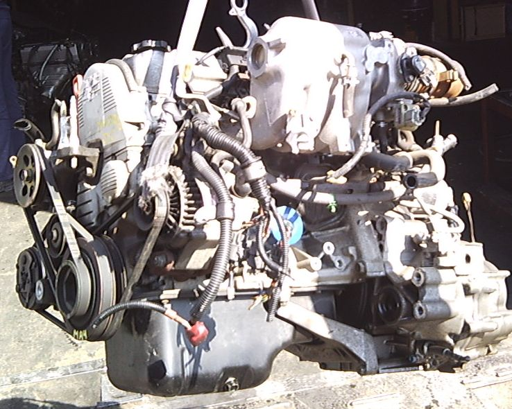Весь двигатель в масле пежо 206
