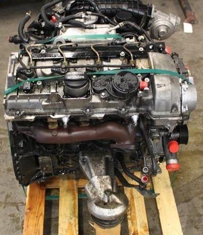 На фотографии - Двигатель Mercedes Benz 611.962.