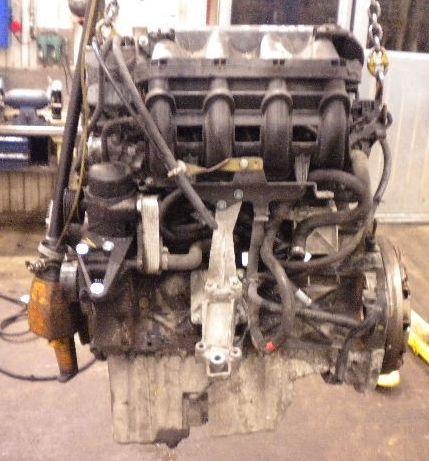 На фотографии - Двигатель Mercedes Benz 611.981.